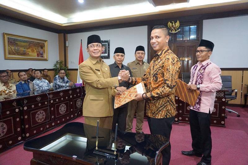 Penandatanganan NPHD Pemilukada Kota Mataram Tahun 2020 Dari Pemerintah Kota Mataram Kepada KPU Dan Bawaslu Kota Mataram