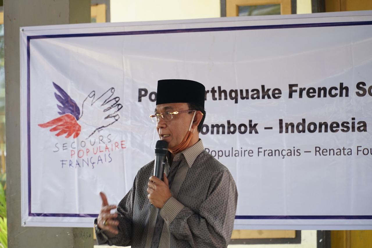 Wali Kota Serahkan Bantuan Meja Belajar Tahan Gempa