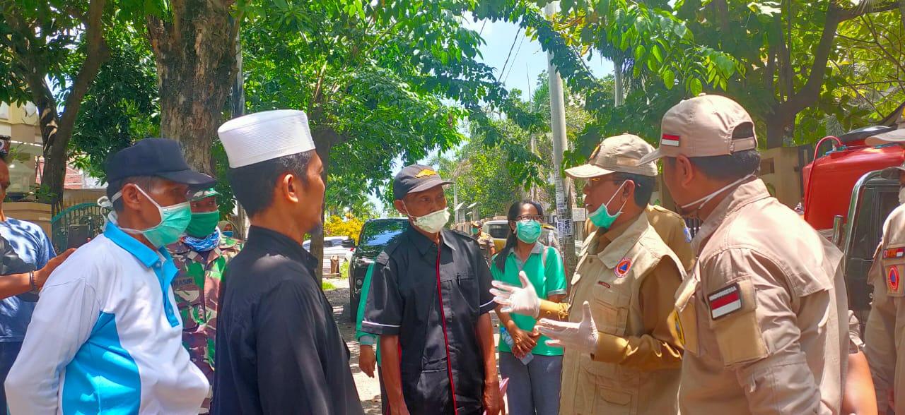 Walikota Meninjau Penyemprotan Disinfketan di Kelurahan