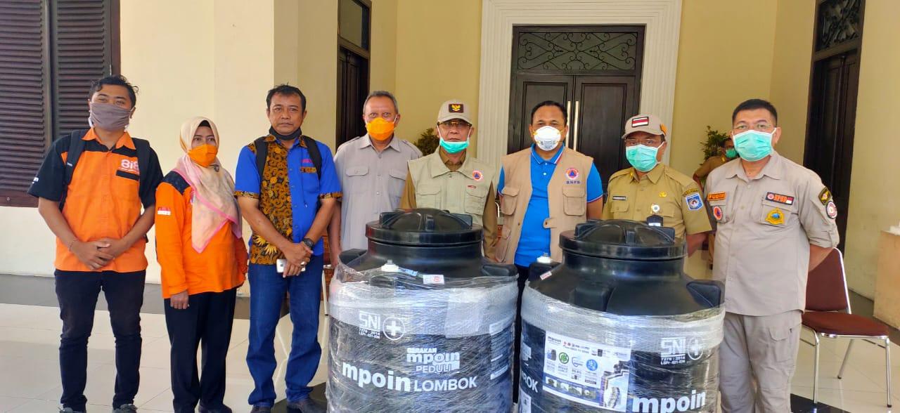 Wali Kota Mataram menerima APD dan Tandon Disinfektan