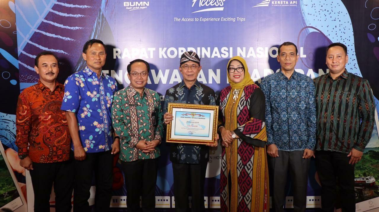 "Walikota Mataram menerima Penganugerahan Pengawasan Kearsipan Tahun 2019 ""Kategori Memuaskan"""