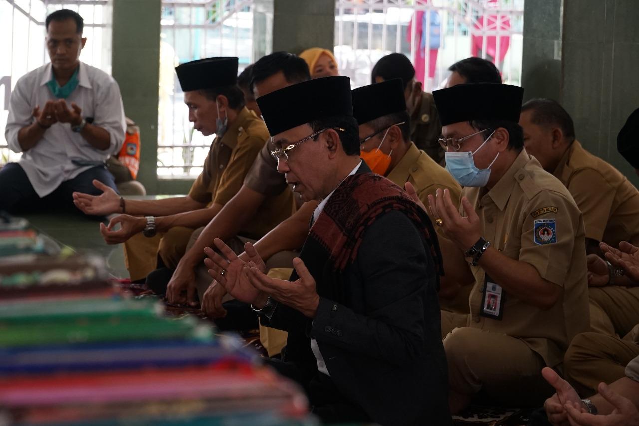 Wali Kota Ziarah ke Makam TGKH. Muhammad Zainuddin Abdul Madjid
