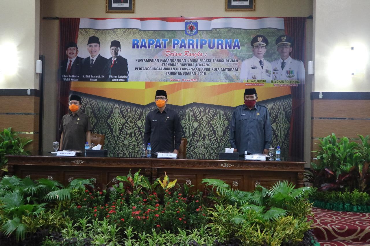 Penyampaian Pemandangan Umum Fraksi DPRD Kota Mataram terhadap Penyampaian RAPERDA Tentang Pertanggung Jawaban Pelaksaan APBD Kota Mataram Tahun Anggaran 2009